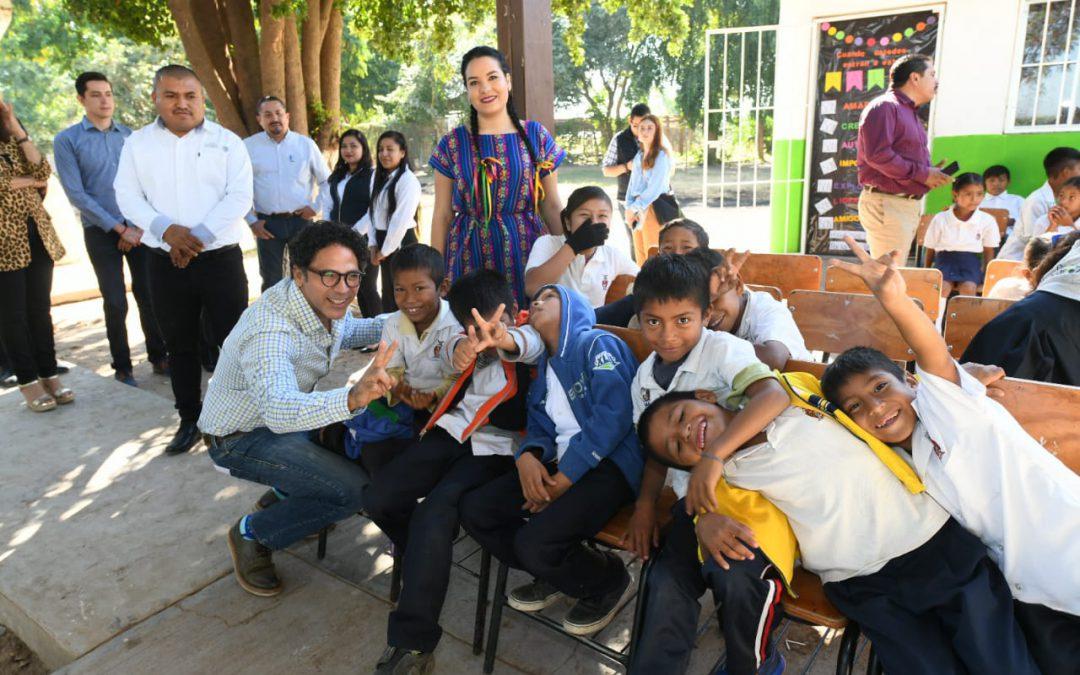 Inclusión y equidad para niñas y niños migrantes; entregan apoyo para equipamiento y capacitación docente.