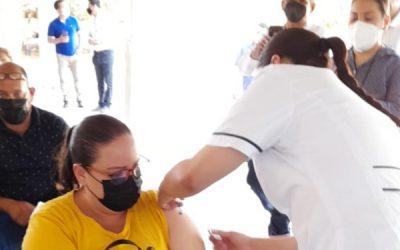 ¡Arranca con éxito la jornada de vacunación a personal del sector educativo!