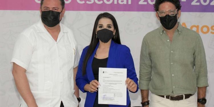 Entrega SEPYC 703 plazas a 570 docentes en Sinaloa.